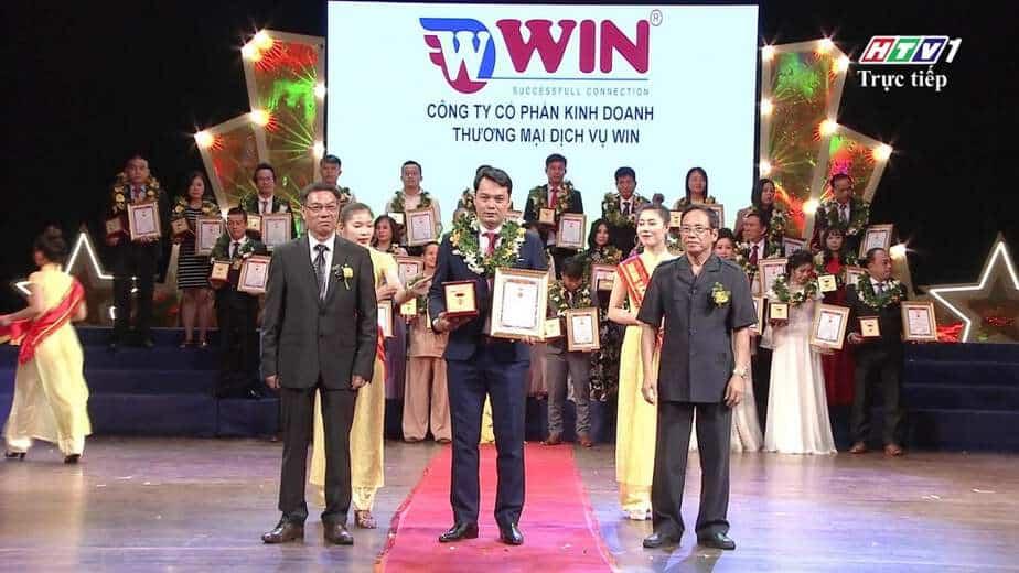 Giám đốc WINCOMPANY - Ông Lê Trần Thiên Phú vinh dự được nhận giải thưởng Sao Vàng Doanh Nhân Đất Việt